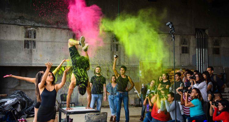 Fotografías con polvos holi y granadas de humo fotofestin festival universitario de fotografia talleres y conferencias de fotografia UDG GLD MTY