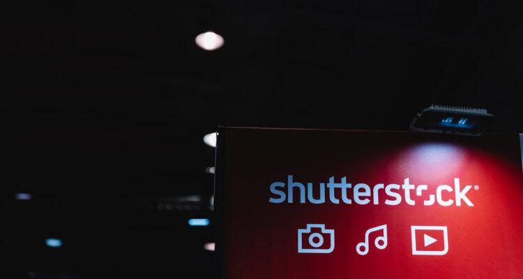 Shutterstock convocatoria LGBTQ+ para fotografos creadores artistas festival de foto